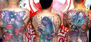 日本では、入れ墨は暴力団に関連付けられることが多いが、ファッションとして取り入れる人もいる