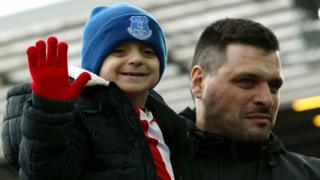 Bradley Lowery with his father Carl