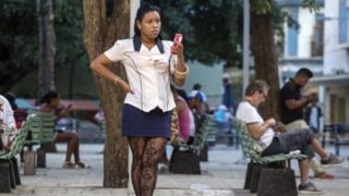Cubans use a open Wi-Fi mark in Havana, 26 Nov 16