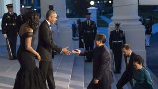 US President Barack Obama and First Lady Michelle Obama greet Chinese President Xi Jinping and his wife, Peng Liyuan, as they arrive for a State Dinner at the White House in Washington, DC, September 25, 2015.