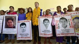 """""""Los vamos a seguir buscando con vida"""": los padres de los 43 estudiantes de Ayotzinapa a dos años de la desaparición"""