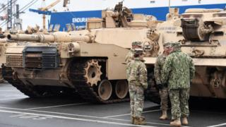 ABD tank, askeri araç ve diğer teçhizatı gemilerle Almanya'nın Bremerhaven Limanı'na ulaşırken
