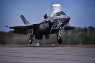 F-35不易被敌方雷达捕捉,还具备能探知弹道导弹发射的高性能雷达。
