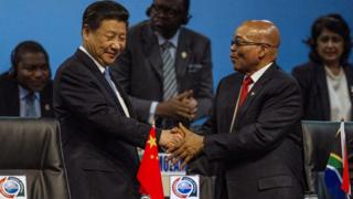 Chinese President Xi Jinping shakes hands with South African President Jacob Zuma. 4 Dec 2015
