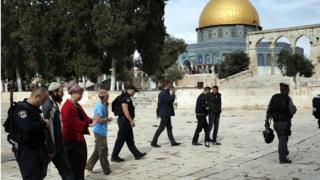 Police escort Jewish visitors on the Temple Mount/Haram al-Sharif