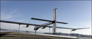 Solar Impulse plane leaves ground