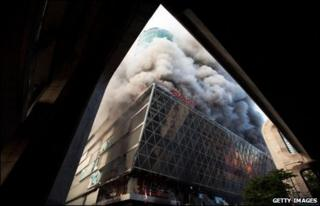 Smoke billows from Central World Plaza on 19 May 2010