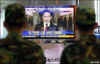 South Korean soldiers watch President Lee Myung-bak's address on 24 May 2010