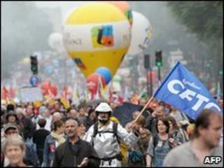 Rally against pension reform in Paris, 27 May 2010