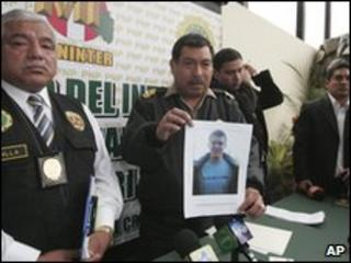 Peruvian police show a picture of suspect Joran van der Sloot at a press conference, 2 June 2010