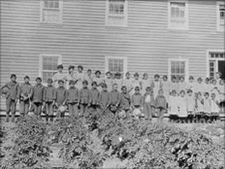 Lake La Ronge school in La Ronge, Saskatchewan, 1929. Library and Archives Canada/PA-045174