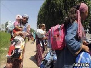 Refugees return from Uzbekistan to Kyrgyzstan. Photo: 23 June 2010