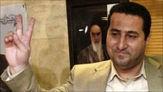 Shahram Amiri holds a press conference at Tehran's airport (15 July 2010)