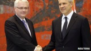 Ivo Josipovic (left) shakes hands with Boris Tadic in Belgrade, 18 July