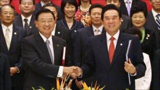 Chinese representative Chen Yunlin, front right, shakes hands with his Taiwanese counterpart, Chiang Pin-kung, after signing the trade deal in Chongqing on 29 June 2010