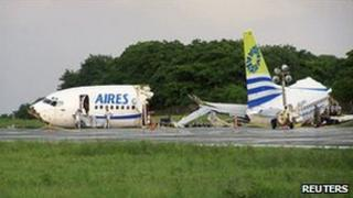 The wreckage of the Boeing 737 at San Andres airport (16 August)