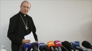 Archbishop Andre-Joseph Leonard at a news conference in Brussels (13 September 2010)