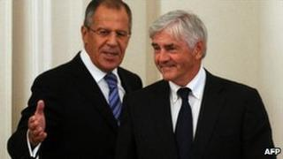 Russian Foreign Minister Sergei Lavrov (left) and his Canadian counterpart, Lawrence Cannon, in Moscow, 16 September