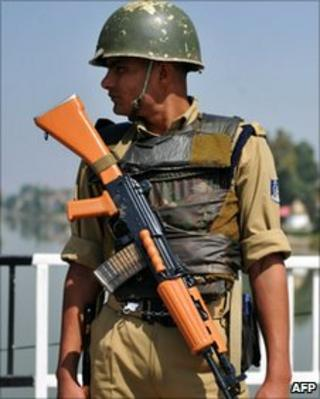 Indian paramilitary soldier in Srinagar