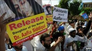 Pakistani protesters march during an anti-US protest rally in Karachi on September 24, 2010, against the detention of Pakistani woman Aafia Siddiqui in the US