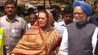 Sonia Gandhi (left) and Manmohan Singh