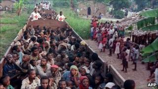 Rwandan Hutu refugees returning from Zaire (7 May 1997)