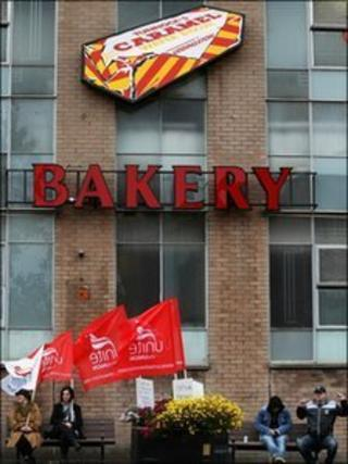 Unite picket line outside Tunnocks