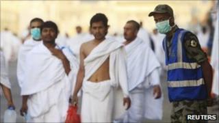 Saudi security guards and pilgrims at Mena, 14/11