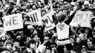 Crowd mourning John Lennon