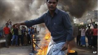 Garment workers protest in Chittagong on 12 December 2010