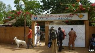 Restaurant in Niamey from where the men were kidnapped (8 Jan 2011)