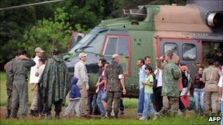 Brazilian military helicopter drops off survivors at Itaipava, Petropolis (17 January 2011)