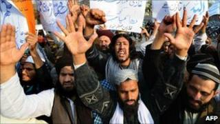Pakistani Sunni Muslims shout slogans against Pope Benedict XVI during a protest in Lahore on 12 January 2011