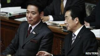 Prime Minister Naoto Kan (R) speaks with Foreign Minister Seiji Maehara in parliament on 24 January 2011.