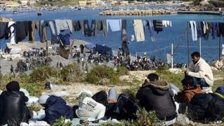 Migrants with washing line on Lampedusa, 21 Mar 11