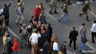 Crowd of protesters surround soldier in Cairo, 9 March 2011