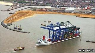 Zhen Hua 6 bringing container cranes to Great Yarmouth's outer harbour in 2009 (Photo: Mike Page)