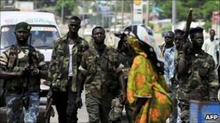Pro-Ouattara fighters in Abidjan (19/04)