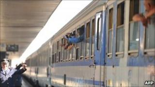 Migrants on one of the trains in Rome leaving for France (image from 21/4/2011)