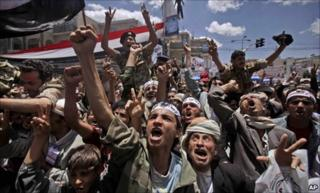 Anti-government protesters in Sanaa (25 April 2011)