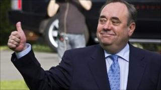 Scottish First Minister Alex Salmond gives the thumbs up as he arrives at the Prestonfield Hotel in Edinburgh, Scotland, on May 6, 2011