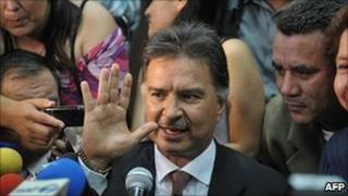 Alfonso Portillo waves to his supporters outside the court in Guatemala City