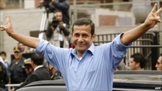 Ollanta Humala makes the victory sign after voting in Peru's presidential election on 5 June 2011