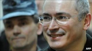 Mikhail Khodorkovsky (right) in a Moscow courtroom, 2 June 2011