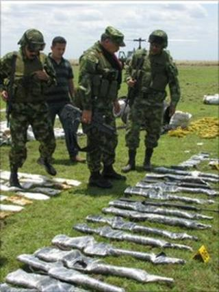 Soldiers inspect seized weapons in Arauca