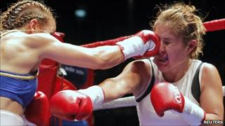 Yesica Bopp (left) of Argentina connects a punch to Yesenia Martinez of Mexico during their WBA/WBO light flyweight title boxing bout at the Luna Park arena in Buenos Aires, 11 June, 2011