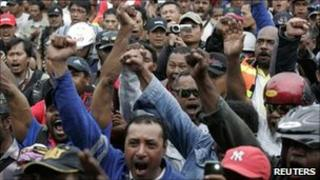 Workers from Freeport-McMoran's Indonesian unit shout slogans during a strike in Kuala Kencana, Timika, in Indonesia's Papua province July 5, 2011
