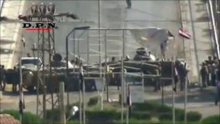 Amateur video purporting to show Syrian armoured vehicles on a bridge in Deir al-Zour (7 August 2011)