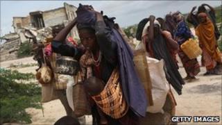 Women and children arrive at a camp in Mogadishu, Somalia (13 Aug 2011)