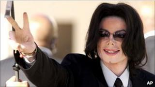 Michael Jackson outside court in 2005